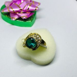 Jewelry - Gorgeous Big Statement Ring Deadstock